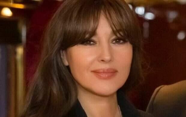 Моника Беллуччи в прозрачной кофте и корсете показала, чем покоряет мужчин: «Дикая роза»