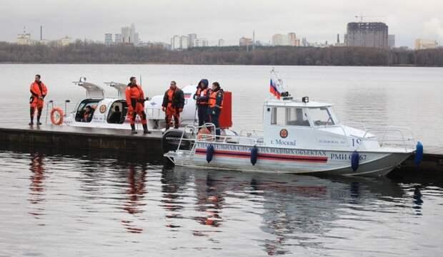 Спасатели 146 лет обеспечивают безопасность на водоемах столицы