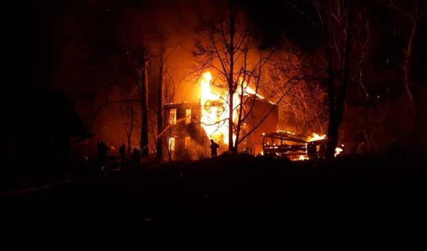 Случайность? Огонь уничтожил дом под снос вцентре Нижнего Новгорода