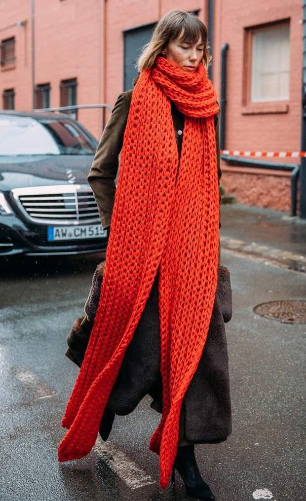 «Ноги синие, а на шее плед для соплей» — городская мода, которая выглядит нелепо 99%