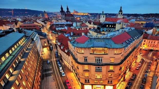 Российских дипломатов выслали из Чехии