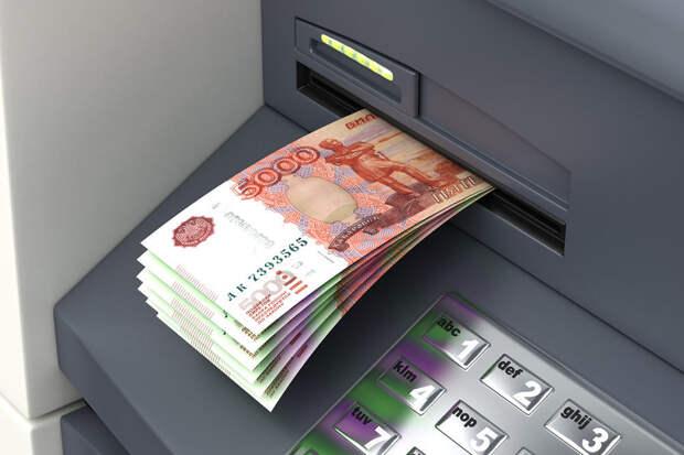 Россиянам разрешат снимать деньги с чужой карты