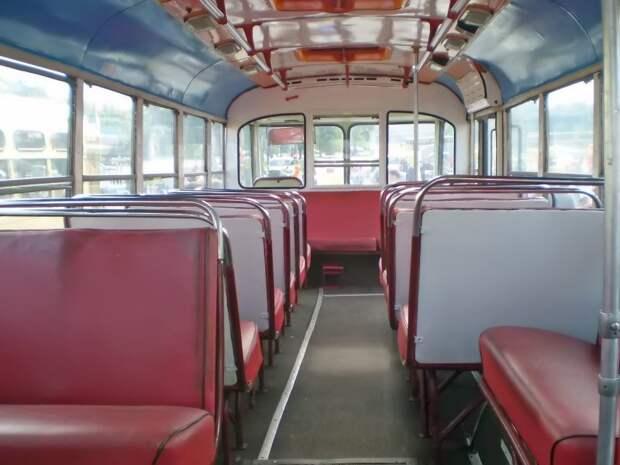 А здесь — более ранняя машина постройки ''ЗИЛа'', тоже из московского музея. Хорошо заметен сплошной диван у водительской перегородки ЗИЛ-158В, авто, автобус, зил, лиаз, олдтаймер, реставрация, рето автобус