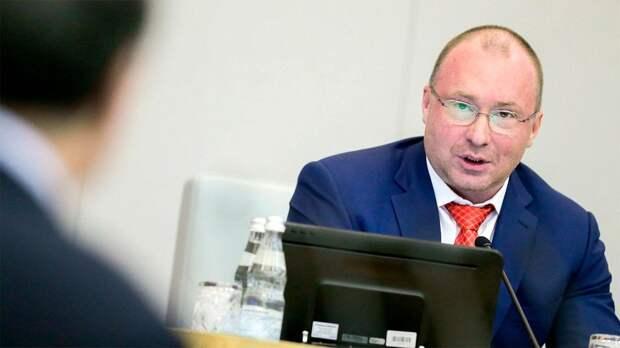 Депутат Лебедев — о замене флага РФ в Риге: «Мы сами даем для этого повод»