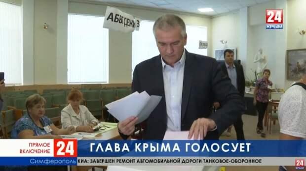Глава Крыма голосует на избирательном участке в художественном училище имени Н. С. Самокиша
