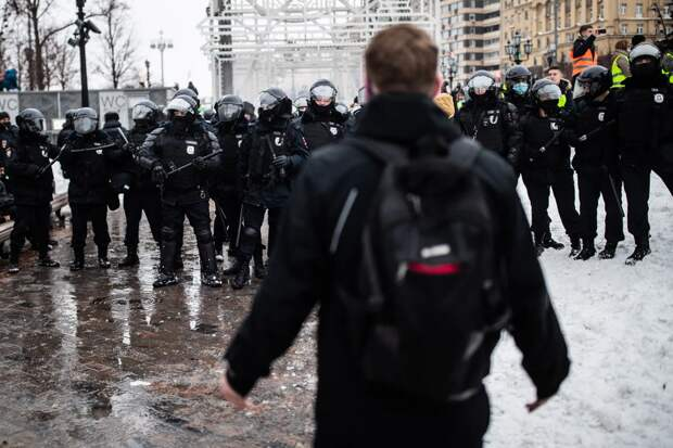 Иностранцев, которые участвовали в протестных акциях в России, лишают вида на жительство и заставляют покинуть страну