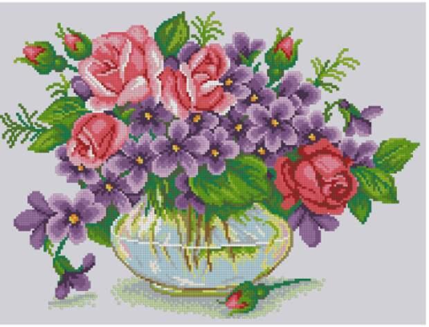 Розы и фиалки в стеклянной вазе