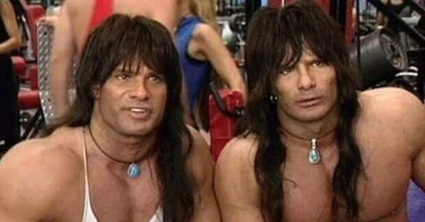 В США умер один из братьев-близнецов, сыгравших главные роли в комедии 90-х «Няньки»