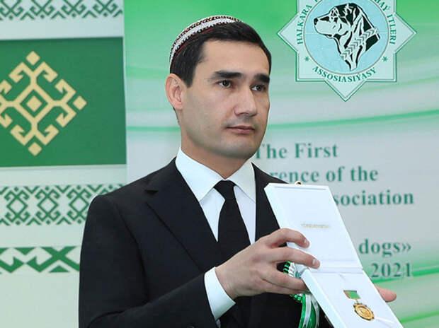 Президент Туркмении наградил своего сына за «приумножение в мире славы алабаев»