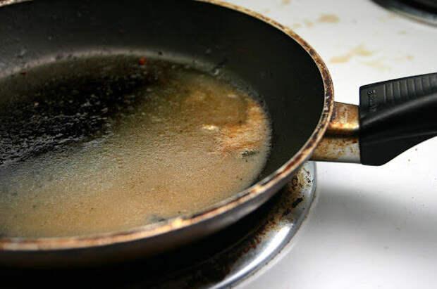 10 лучших способов отмыть пригоревшую пищу из кастрюль и сковородок