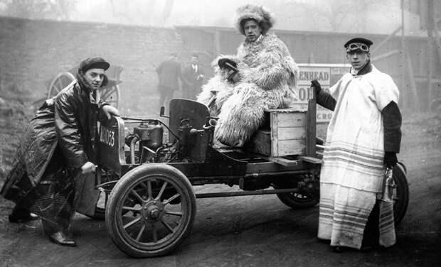 Во что одевались первые автомобилисты