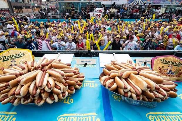 соревнование по поеданию хот-догов