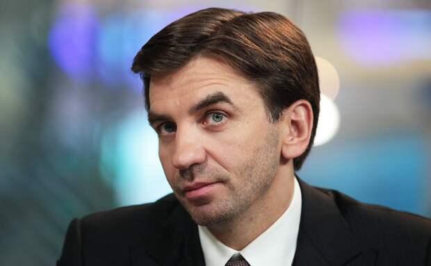 Находящийся под следствием бывший министр Абызов женится на бывшей стюардессе