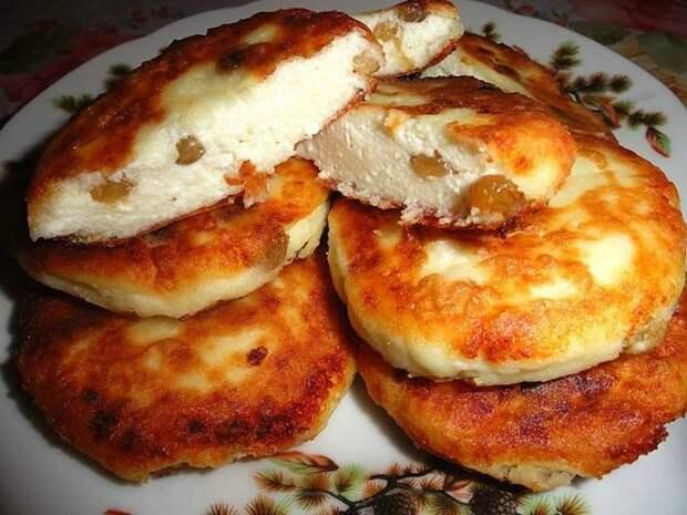 Пышные сырники с изюмом. Быстрый и вкусный рецепт