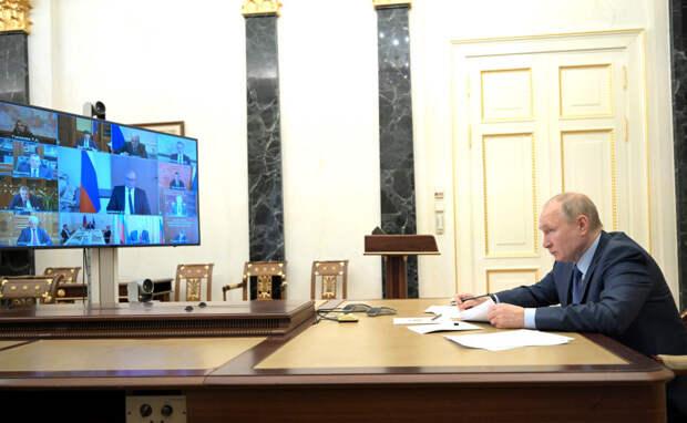 Названы размеры доходов президента Путина, чиновников и депутатов