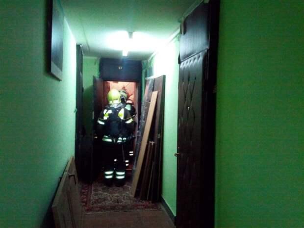 В Таможенном проезде от едкого дыма спасли пожилую женщину