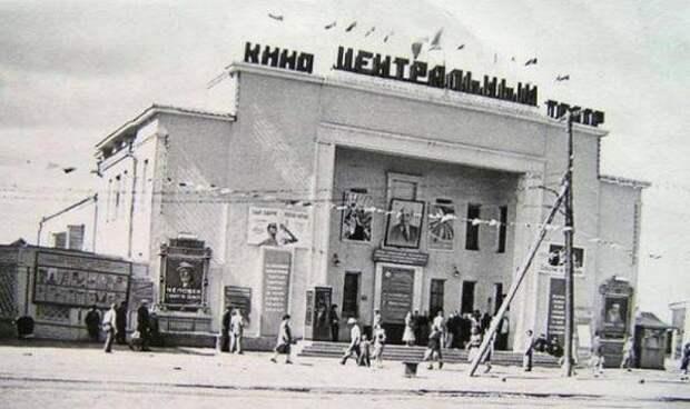 """В мае 1942 года был открыт кинотеатр """"Центральный"""" в Якутске"""