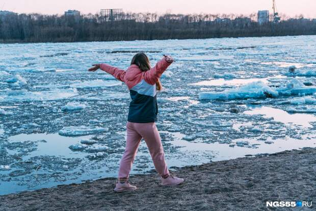 Иртыш полностью освободился ото льда: фоторепортаж последнего ледохода в Омской области