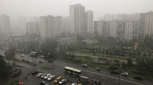 Тропический ливень накрыл Митино 10 июня