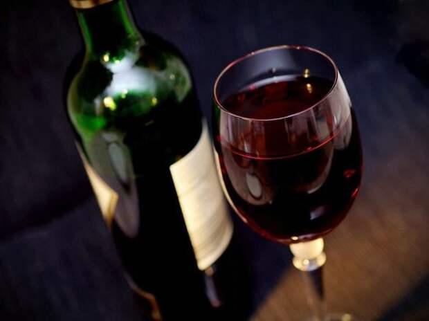 Гастроэнтеролог рассказала, с чем крайне опасно сочетать вино