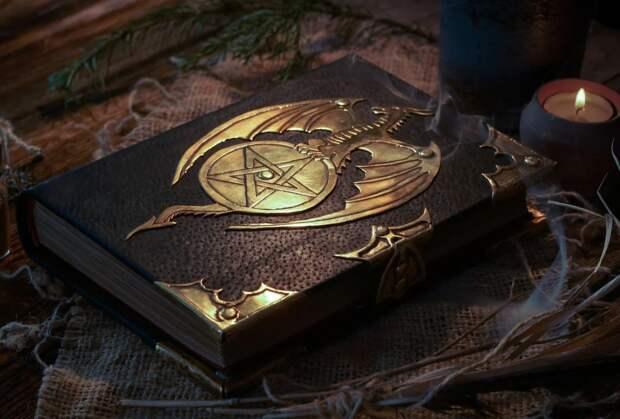 """В наше время создания """"древних"""" магических книг - это целая индустрия приносящая миллионы"""