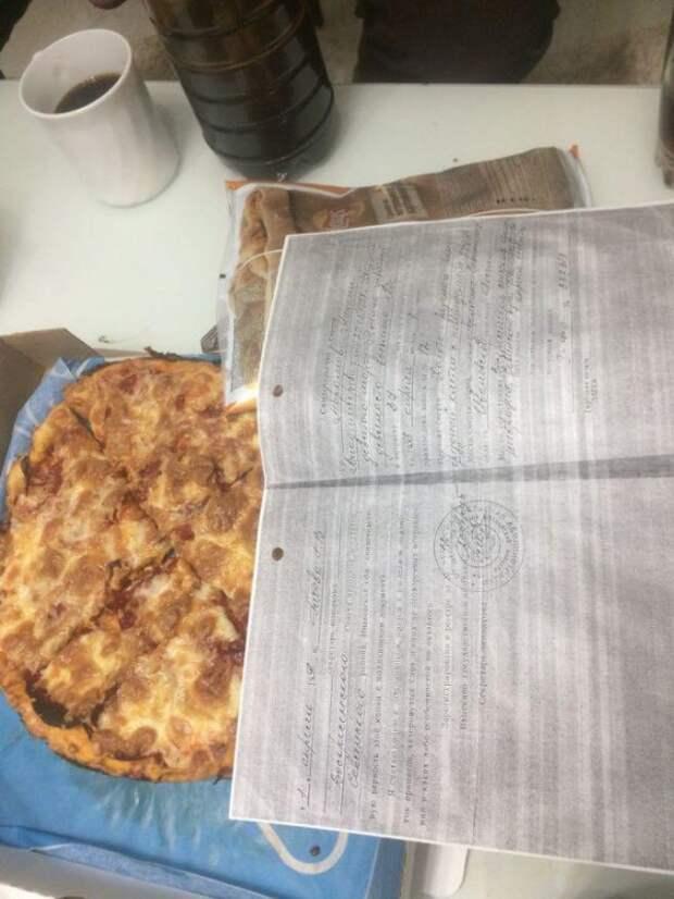 Россиянке привезли пиццу со свидетельством о смерти (ФОТО)