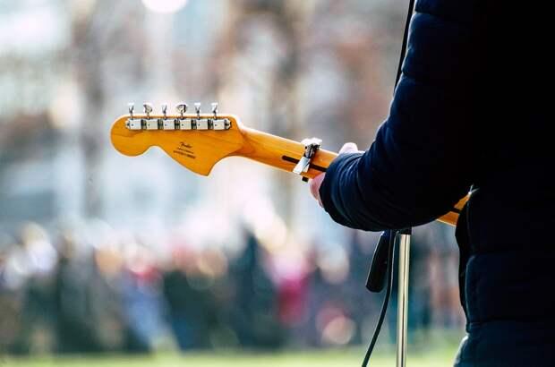 В Алуште под запрет попали уличные музыканты