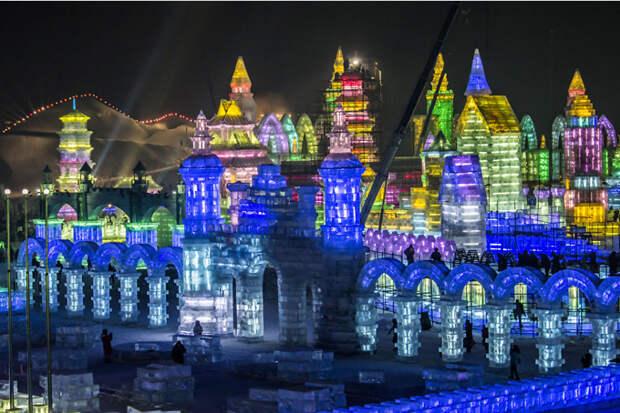 Фестиваль ледяных скульптур в Харбине, Китай