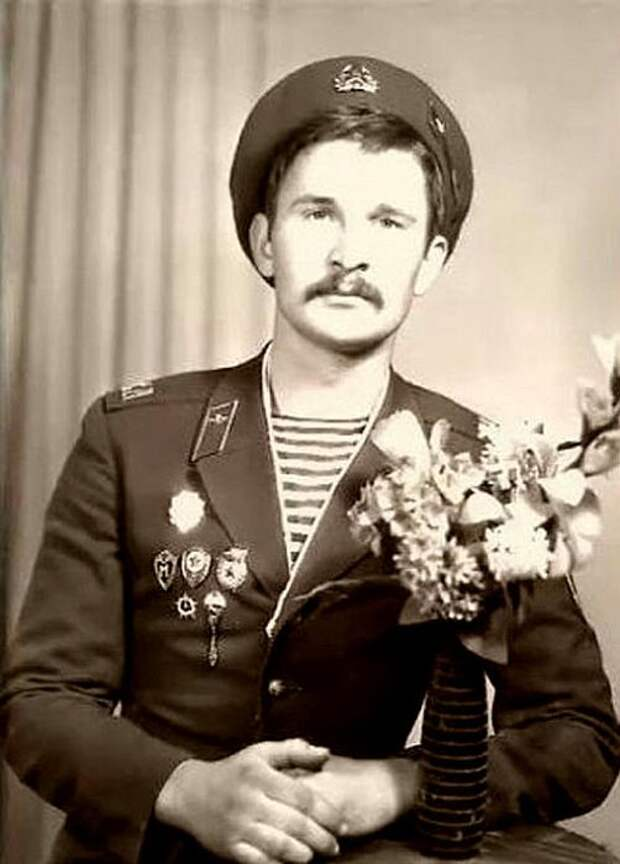 Фёдор Добронравов во время службы в армии. / Фото: www.yaplakal.com