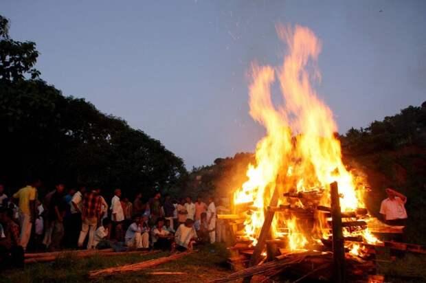 В Индии женщина очнулась за несколько минут до кремации
