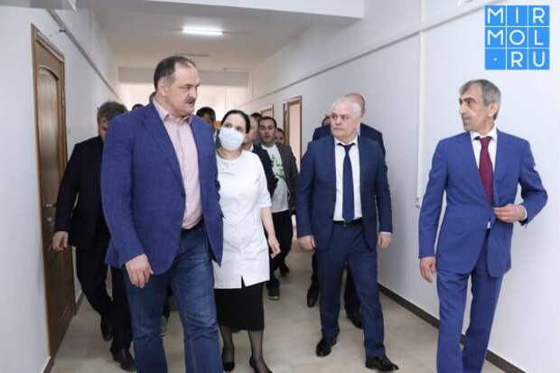 В Дагестанских Огнях Сергей Меликов встретился с горожанами, а также обсудил с органами власти развитие муниципалитета