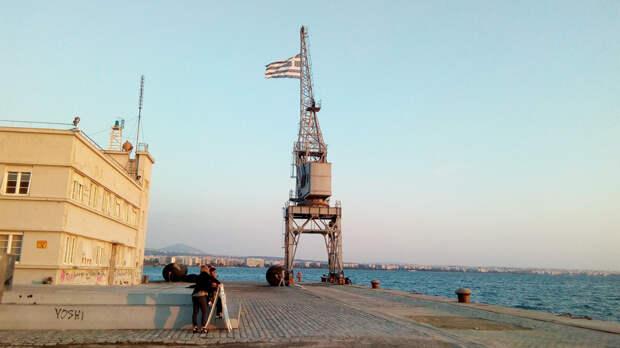 Греков хотят лишить 8-часового рабочего дня