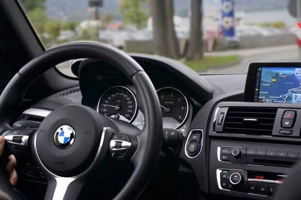Из-за неполадок на Госуслугах регистрацию авто в Удмуртии перевели в «живую очередь»
