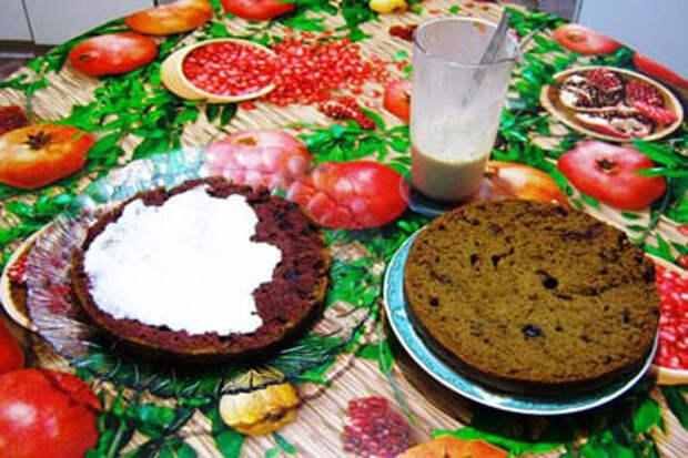 Постный вишнево-кофейный пирог с кремом из тофу.