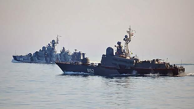 Масштабные учения кораблей Черноморского флота и авиации ЮВО прошли в Черном море
