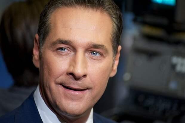 Вице-канцлер Австрии Хайнц-Кристиан Штрахе подал в отставку после скандального видео