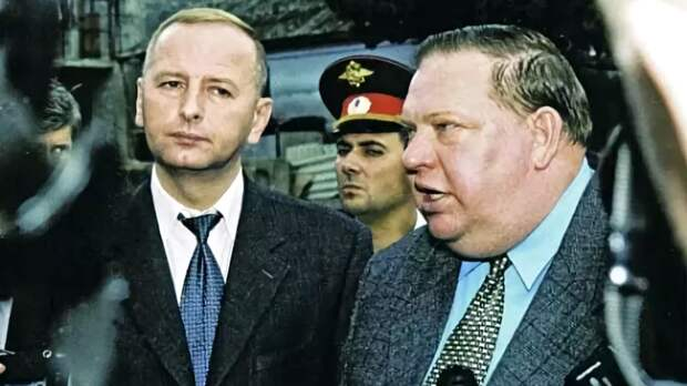 Герман Угрюмов (на снимке справа) был одной из ключевых фигур на Северном Кавказе во время второй чеченской войны. Фото Виктора Клюшкина/ТАСС