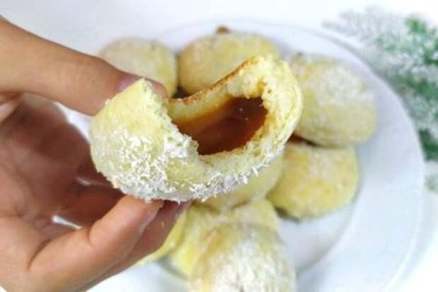 Фото к рецепту: Творожные булочки со сгущёнкой