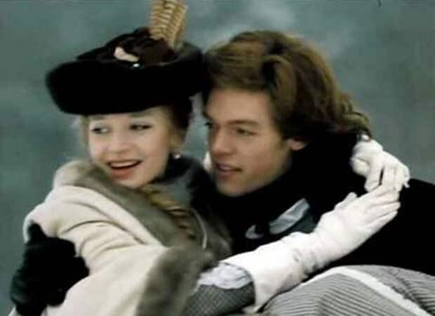 Никита Оленев-младший (Михаил Мамаев) и принцесса Фике (Кристина Орбакайте). Кадр из фильма «Виват, гардемарины!», 1991 год