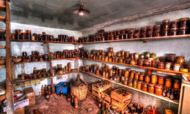 Сначала нужно все вынести. |Фото: goodfon.ru.