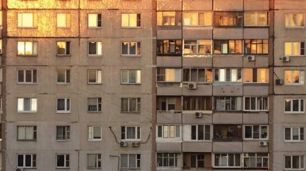 Двухлетняя девочка выпала из окна дома под Выборгом