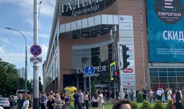 В Краснодаре не нашли взрывных устройств в трех торговых центрах