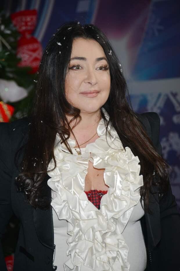 Что Нюша, Тодоренко, Джоли и другие звезды надели на свой выпускной