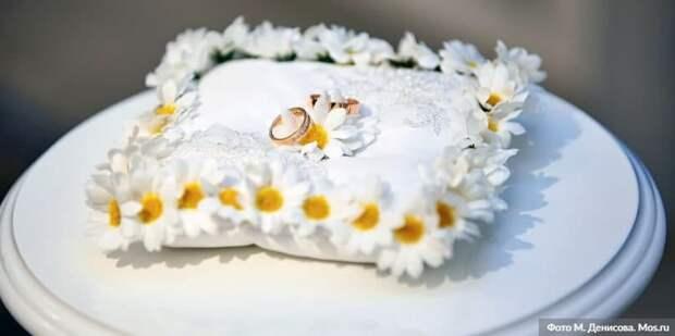 В Москве около 60 пар планируют зарегистрировать брак 7 января