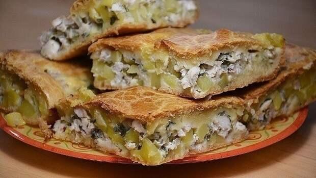 Фото к рецепту: Заливной пирог с курицей и картофелем
