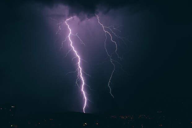 Москвич выжил после удара молнии