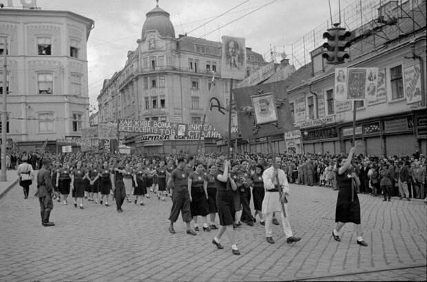 Демонстрация памяти Юрия Федьковича Георгий Петрусов, август 1940 года, Украинская ССР, г. Черновицы, МАММ/МДФ.
