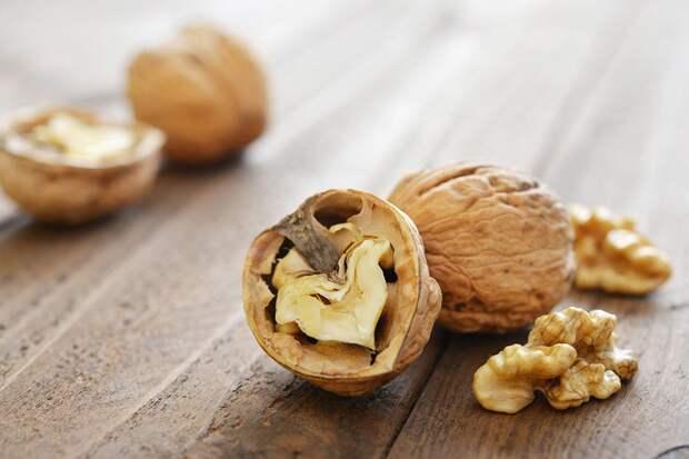 Полезные продукты —грецкие орехи
