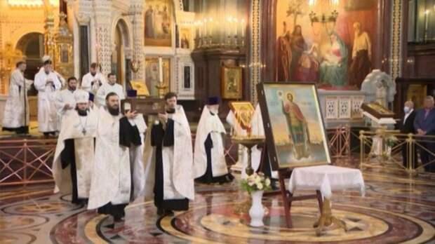 ВМоскве состоялся крестный ход смощами Александра Невского