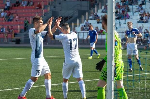 Челябинские футболисты одержали четвертую победу подряд